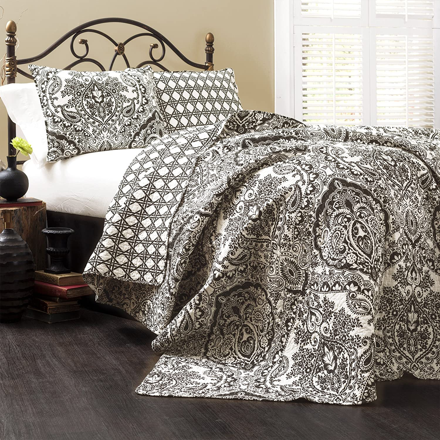 Lush Decor Aubree Quilt Paisley Damask Print Pattern Reversible 3 Piece Lightweight Bedding Blanket Bedspread Set, King, Black/White