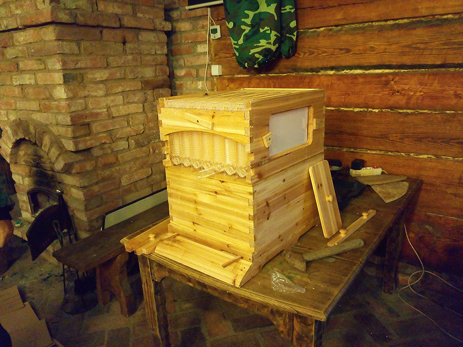 flow hive france good the flow beehive harvests honey without opening hive with flow hive. Black Bedroom Furniture Sets. Home Design Ideas