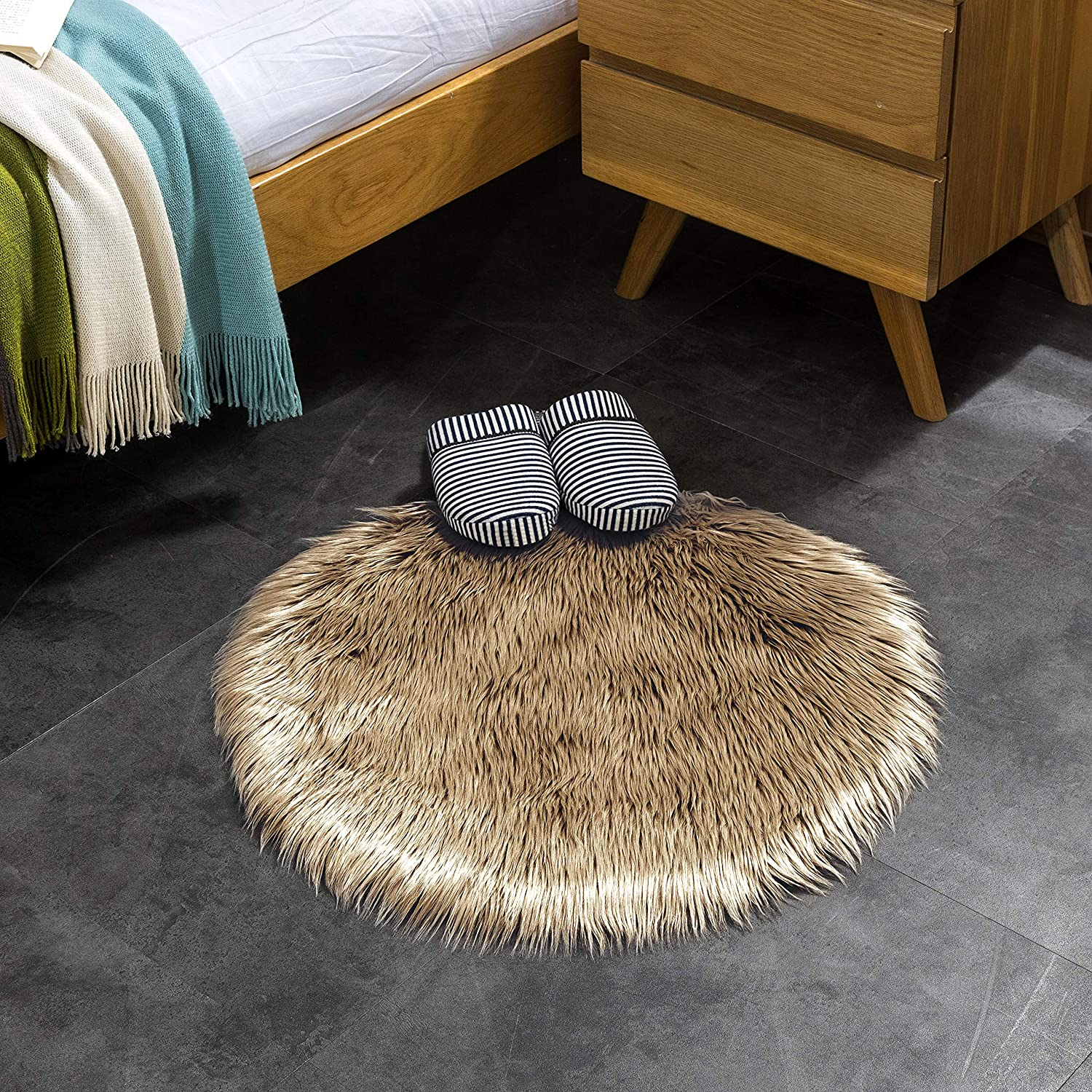 Furry Carpet Or Throw For Chairs Fluffy Rug For The Bedroom Stools And Couches Lambskin Fur Rug Living Room Or Nursery Round 120 Cm Mint Teppich Wolkchen Faux Sheepskin Rugs Carpets