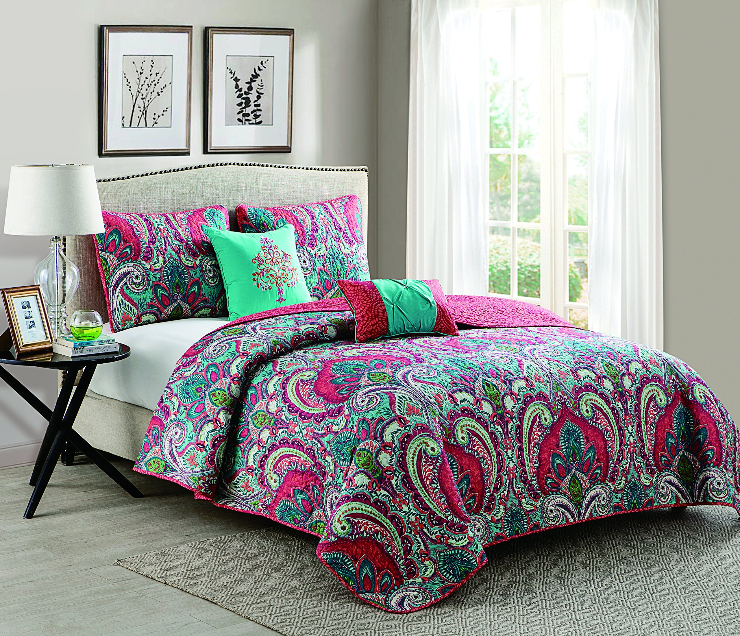 VCNY Home King Size Quilt Set in Multicolor Bohemian Style Paisley 5 Pc Set w/Decorative Pillows