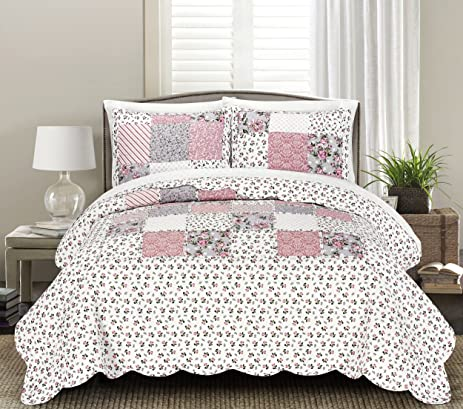 Blissful Living Luxury Ruffle Quilt Set Including Shams   Lightweight And  Soft For All Seasons,
