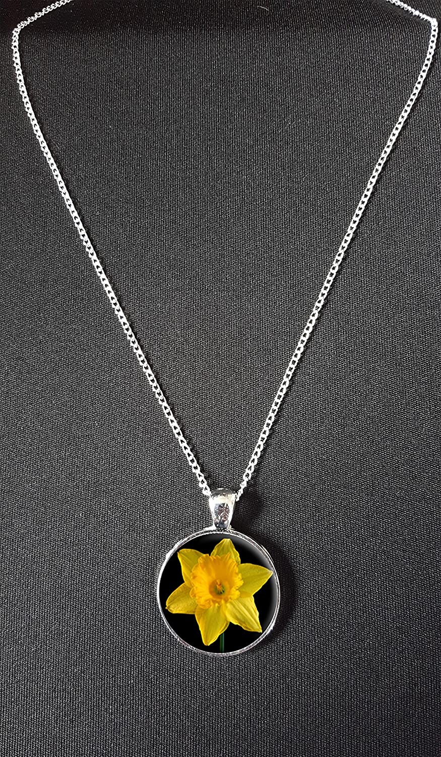 Daffodil Pendant On 18 Silver Plated Fine Metal Chain Necklace Ideal Birthday Gift N582