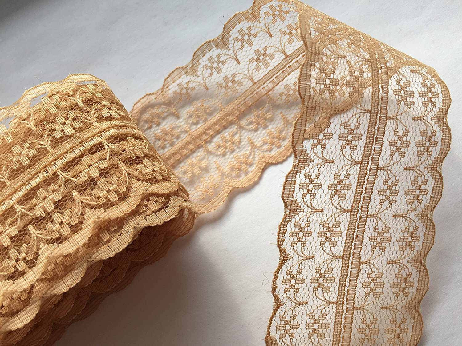 Sparkles Gems Vintage Style Lace Ribbon Trimming Bridal Wedding Scalloped Edge 47mm (Gold) by Amazon