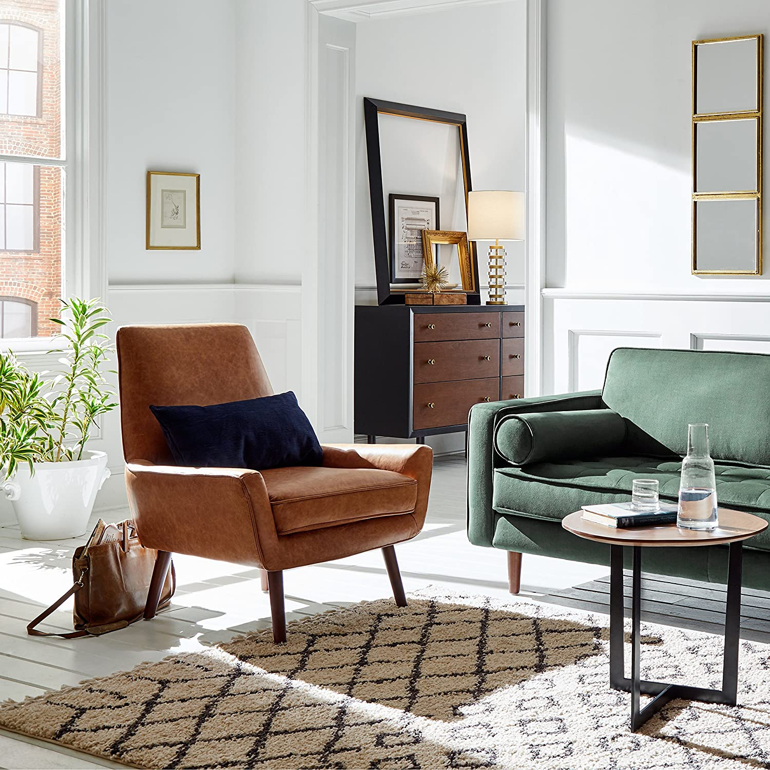 Amazon Brand – Rivet Jamie Leather Mid-Century Modern Low Arm Accent Chair, 31