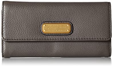 a17f7a63131c Amazon.com  Marc by Marc Jacobs Women s New Q Long Trifold