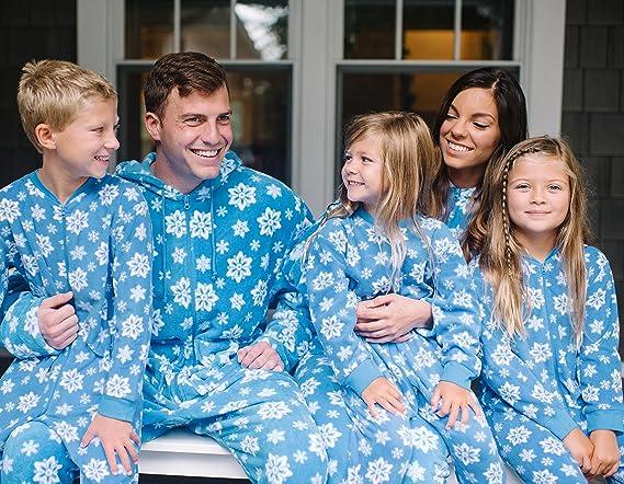 b49658bcb8 Amazon.com  SleepytimePjs Family Matching Blue Snowflake Onesie PJs Footed  Pajamas Men s Blue Snowflake - (STM17-BLUE-SNOWFLAKE-M-2X)  Clothing
