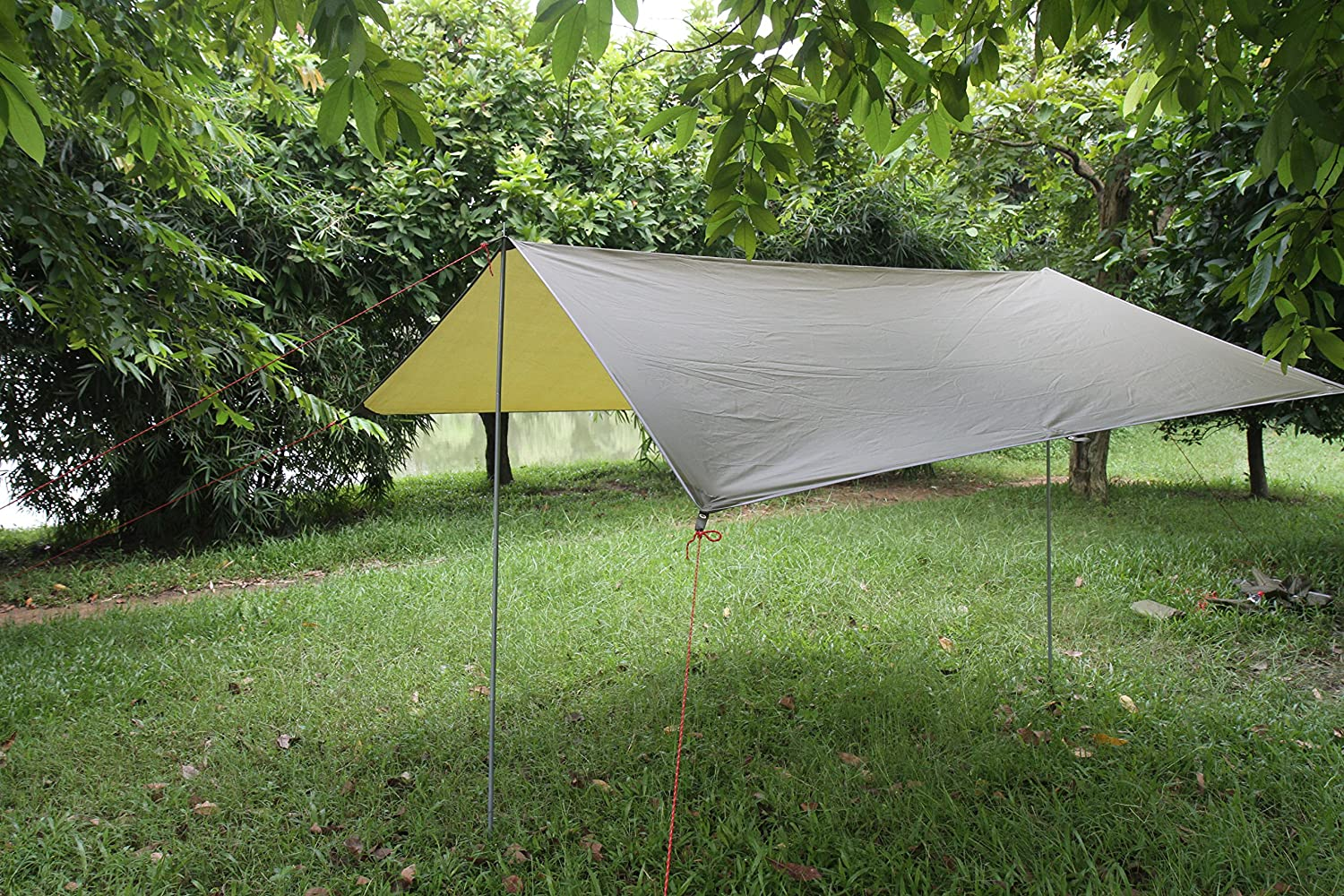 Waterproof Survival Tarp Shelter Portable Lightweight Suitable for 3 to 4 Person 9.5 by 9.5 Foot with 6 Rings As Outdoor Rain Tarp Tent Tarp Shelter Sun Shade Tent Hammocks Camping Shelter for Camping