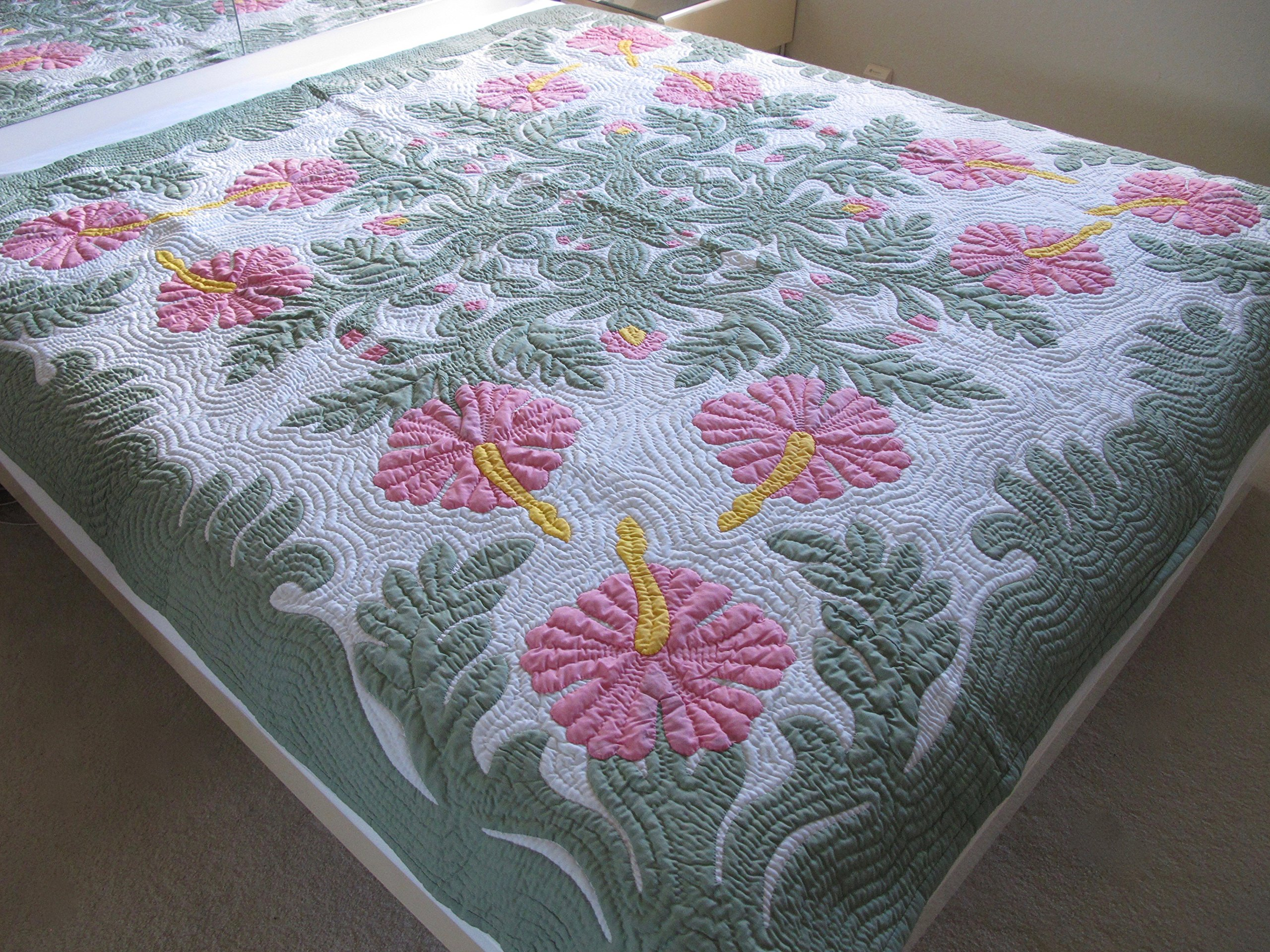 Hawaiian Quilt Full/Twin bedspread/wall hanging, 100% hand quilted and 100% hand appliquéd 80'' x 80''