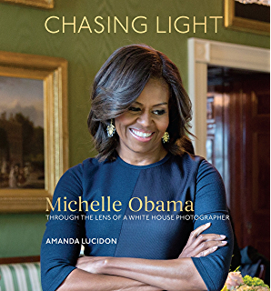 Amazon obama an intimate portrait ebook pete souza barack chasing light michelle obama through the lens of a white house photographer fandeluxe Document