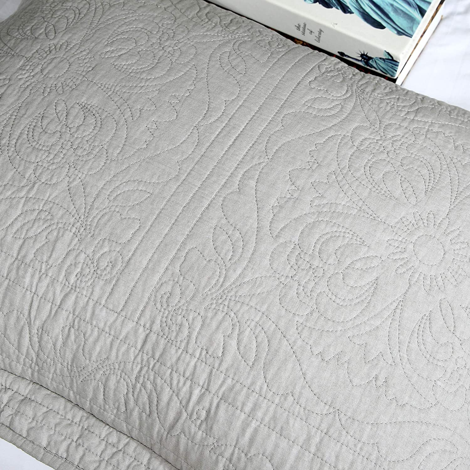 WINLIFE 100/% Cotton Quilted Pillow Sham Floral Printed Pillow Cover White