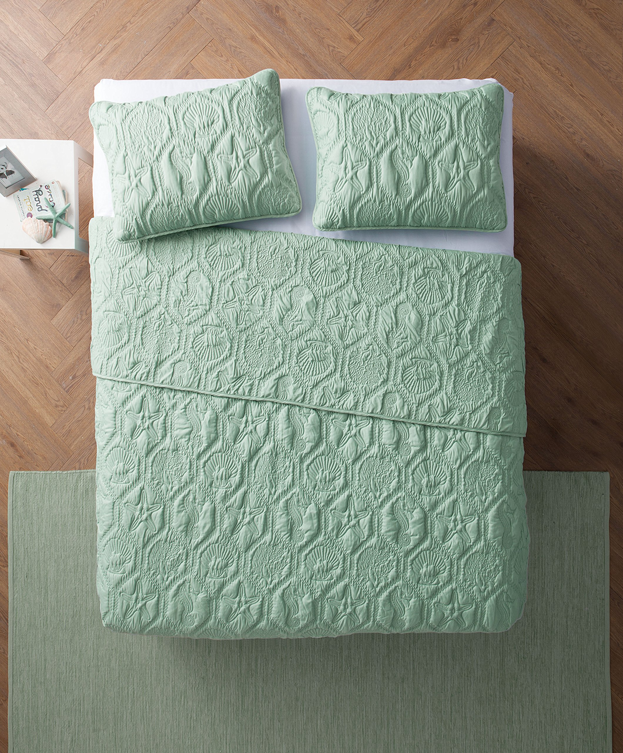 VCNY Home King Size Quilt Set in Green Charming Beach Beautiful Blanket 3 Pc Set w/Quilt, 2 Shams