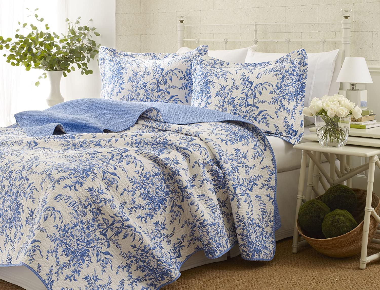 Blue and white toile bedding - Amazon Com Laura Ashley Bedford Cotton Reversible Quilt Set Full Queen Home Kitchen