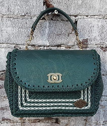 629b348416a9f Kleine grüne Umhängetasche. Handtasche mit geprägtem Leder. Bag Collection  2019.Designer-Tasche
