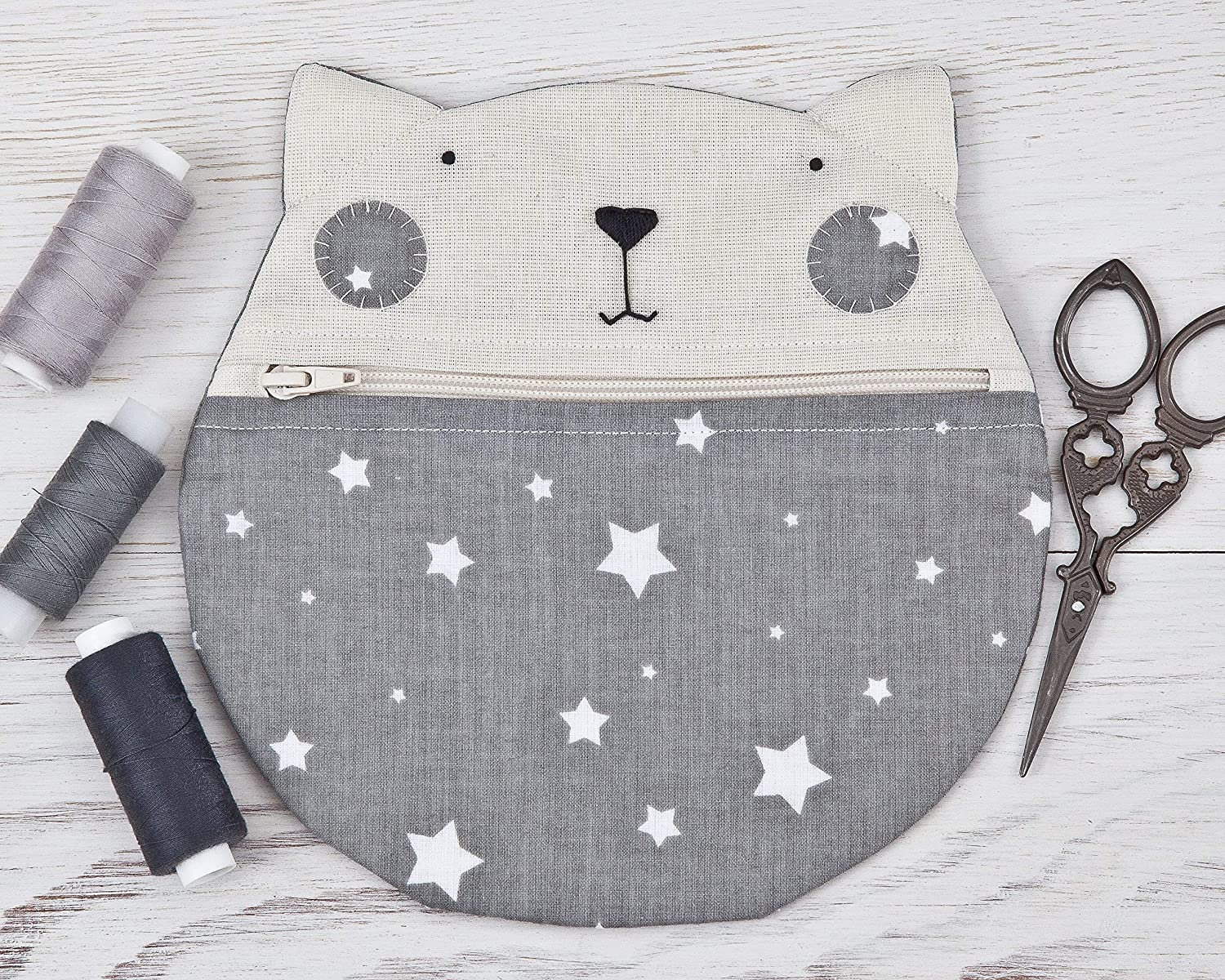 Gray Cat Cosmetic Bag with the stars, Makeup Bag - 20 x 20 cm. (7.8 x 7.8 in.), Round Pencil Case, Gift for Girlfriend, Cat Lover Gift