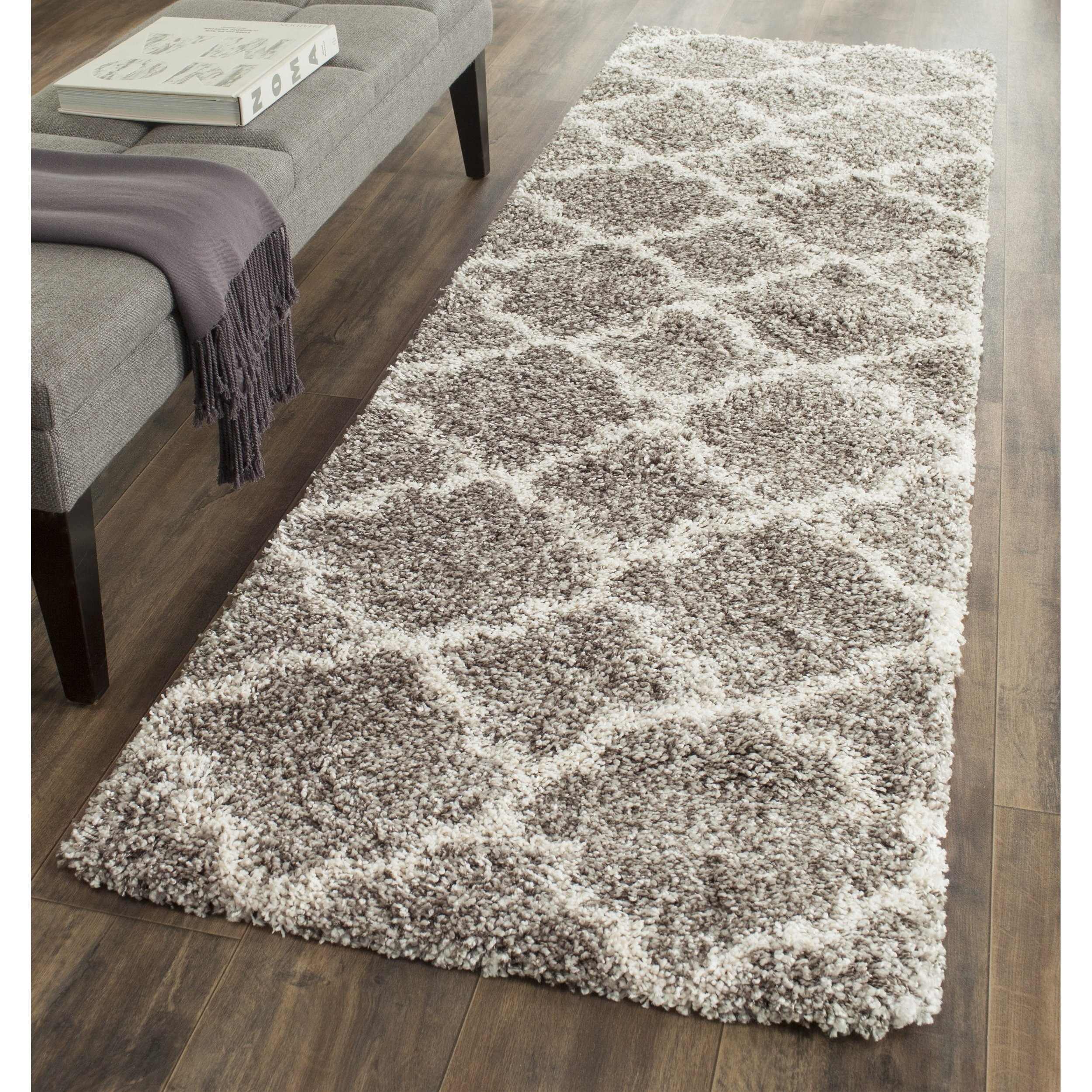Safavieh Hudson Shag Collection SGH282B Grey and Ivory Moroccan Geometric Quatrefoil Runner (2'3 x 6') by Safavieh