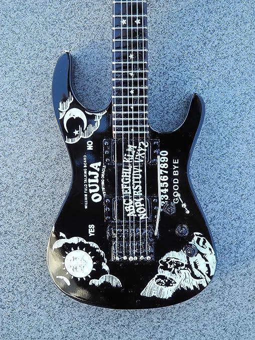 Metallica RGM127 Kirk Hammett Black Ouija guitarra en miniatura ...