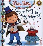 Julie joue à la magicienne
