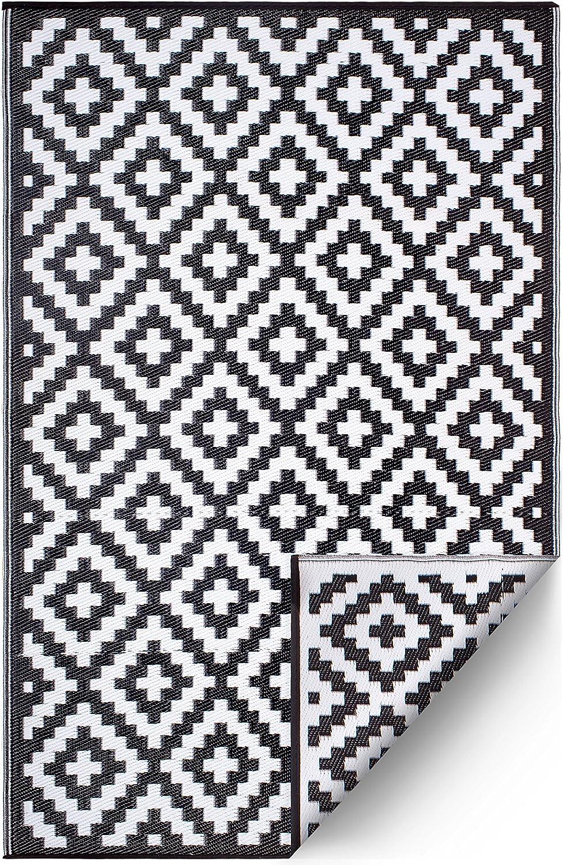 FH Home Indoor/Outdoor Recycled Plastic Floor Mat/Rug - Reversible - Weather & UV Resistant - Aztec - Black/White (4 ft x 6 ft)
