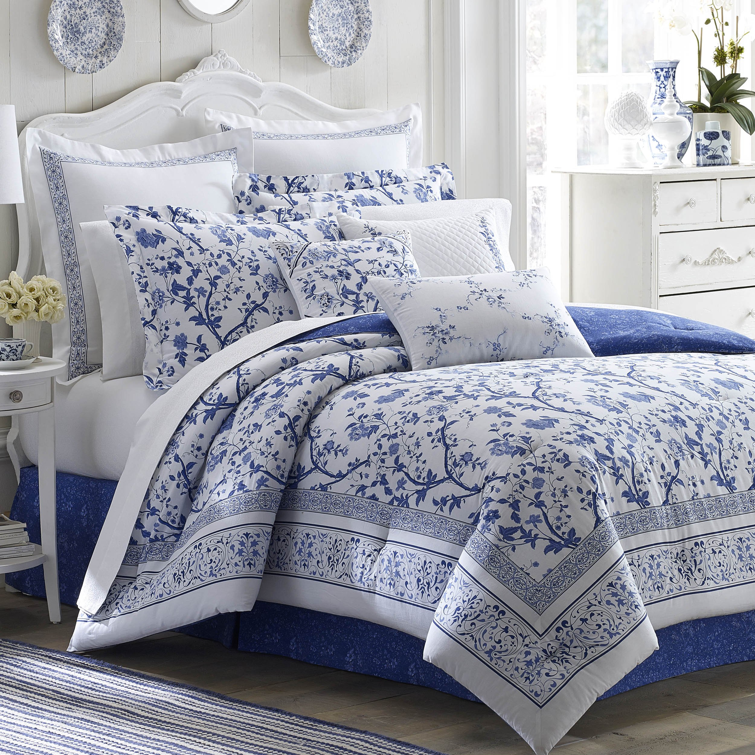 Laura Ashley 211391 Charlotte Comforter Set, Blue, Queen