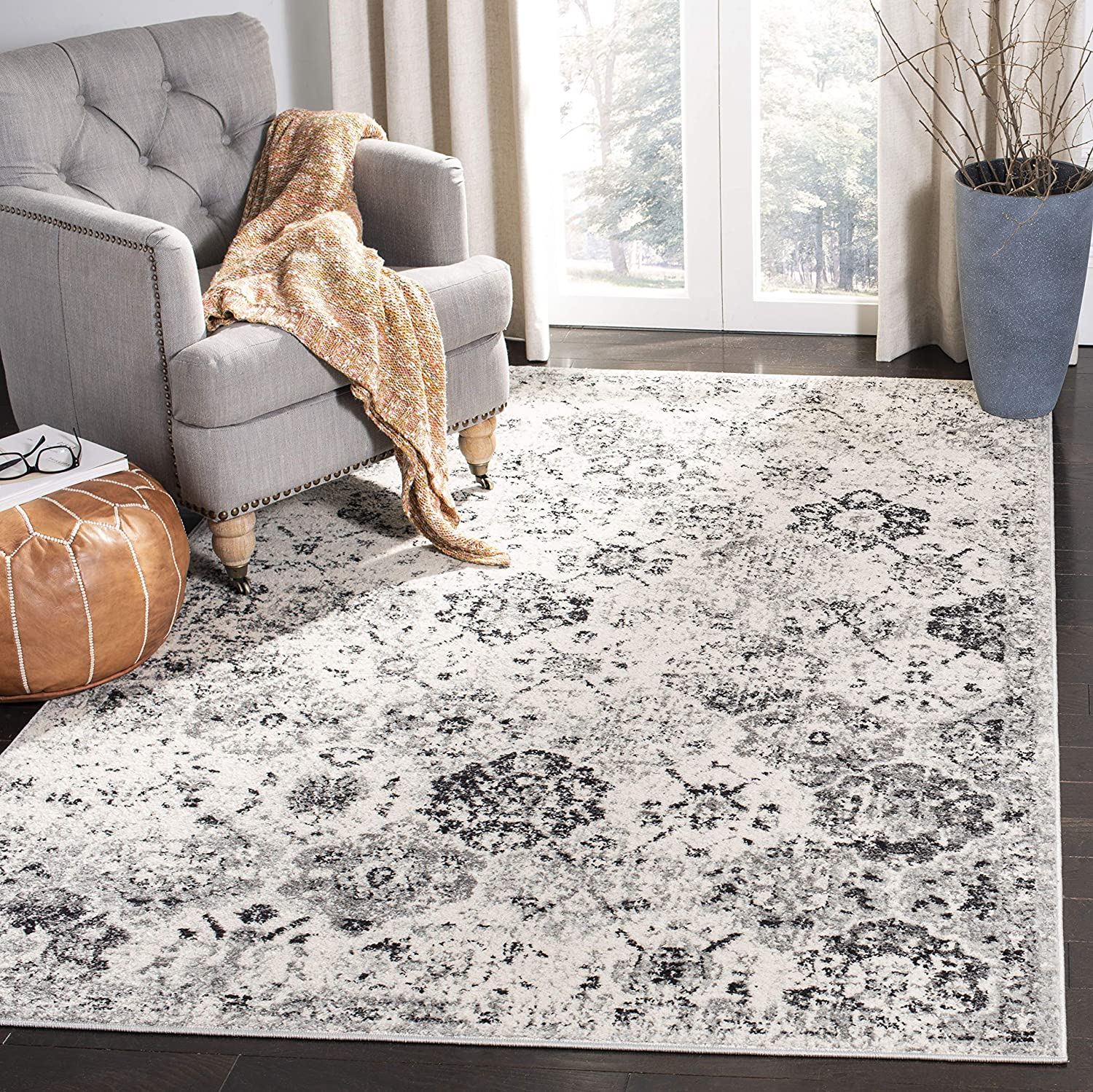 """Safavieh Madison Collection MAD611G Bohemian Chic Vintage Distressed Area Rug, 2' 3"""" x 4', Silver/Grey"""