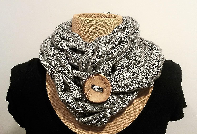 écharpe original en coton gris clair avec le bouton de noix de coco