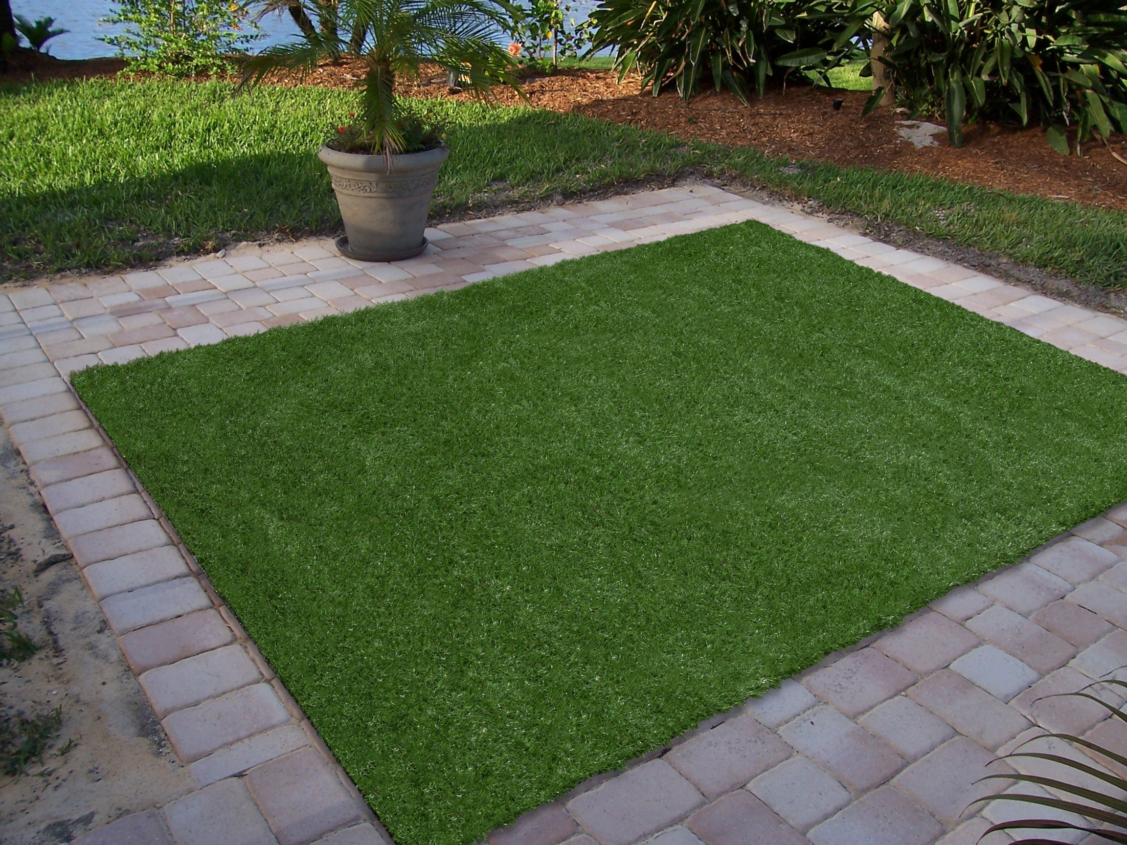 Ottomanson Garden Collection Indoor/Outdoor Artificial Solid Grass Design Area Rug X Green Turf, 6'6'' X 9'3''