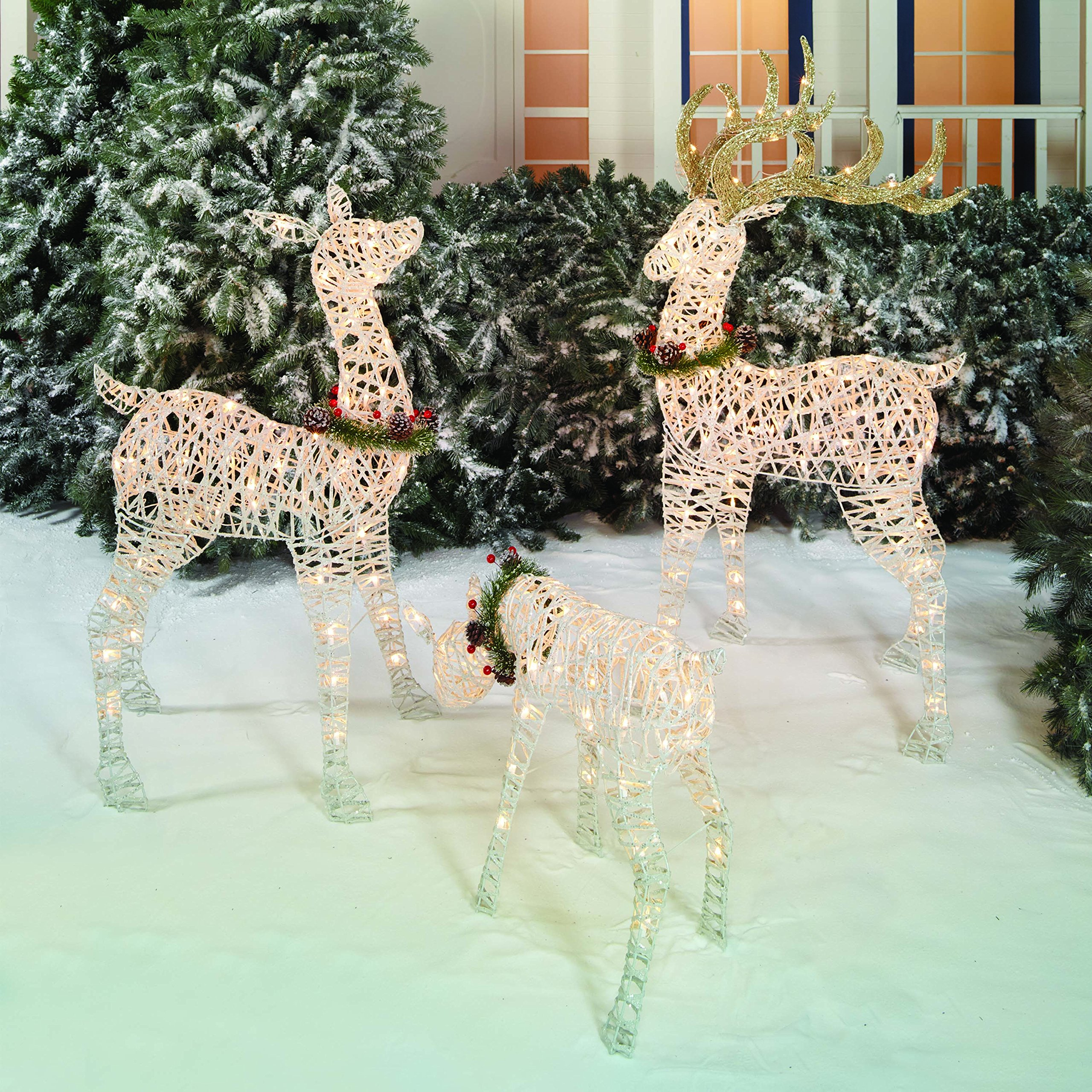 amazoncom outdoor christmas reindeer family 3 set 220 lights 52 buck 44 doe 28 fawn large deer family for indoor or outdoor winter holiday lawn