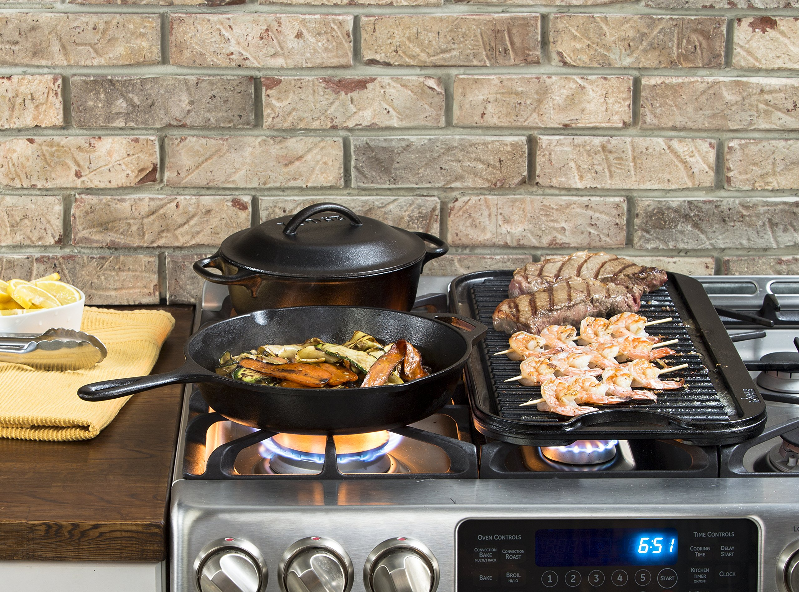 Lodge Pro-Grid Cast Iron Grill and Griddle Combo. Reversible 20'' x 10.44'' Grill/Griddle Pan with Easy-Grip Handles