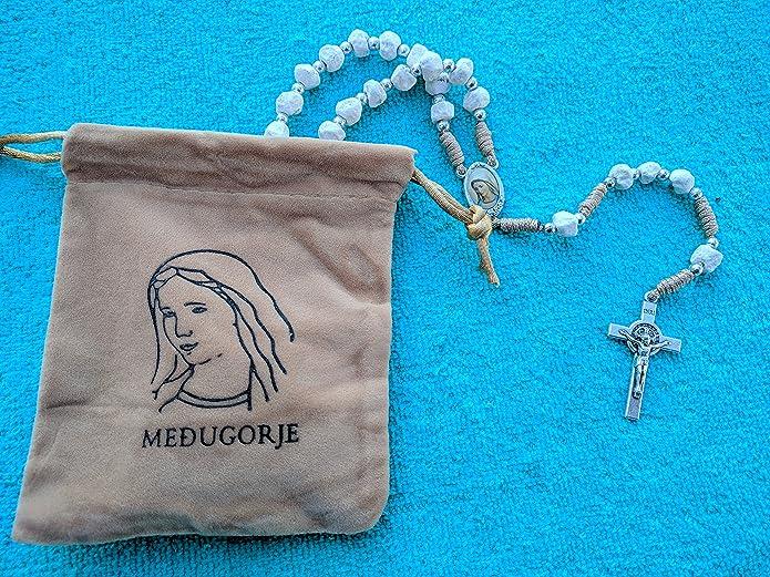 Amazon.com: San Benito Beige piedra rosario al 100% con tela ...