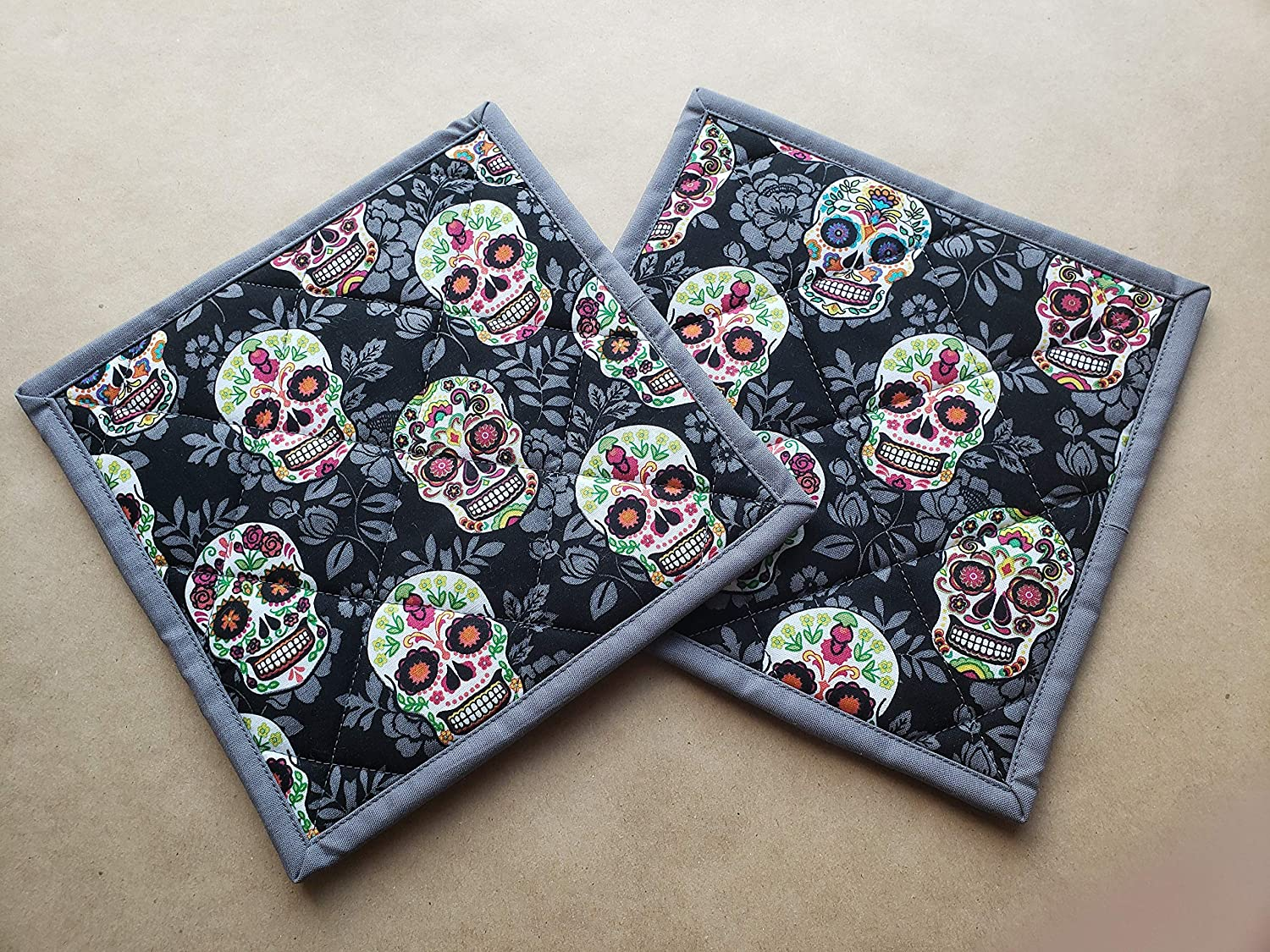 Sugar Skull Themed Potholders Set of 2, Pair Día de Muertos Kitchen Linens, Day of the Dead Home Decor Quilted Hot Pads, Insulated Trivets, Black Grey Halloween Gifts Under 20 Handmade