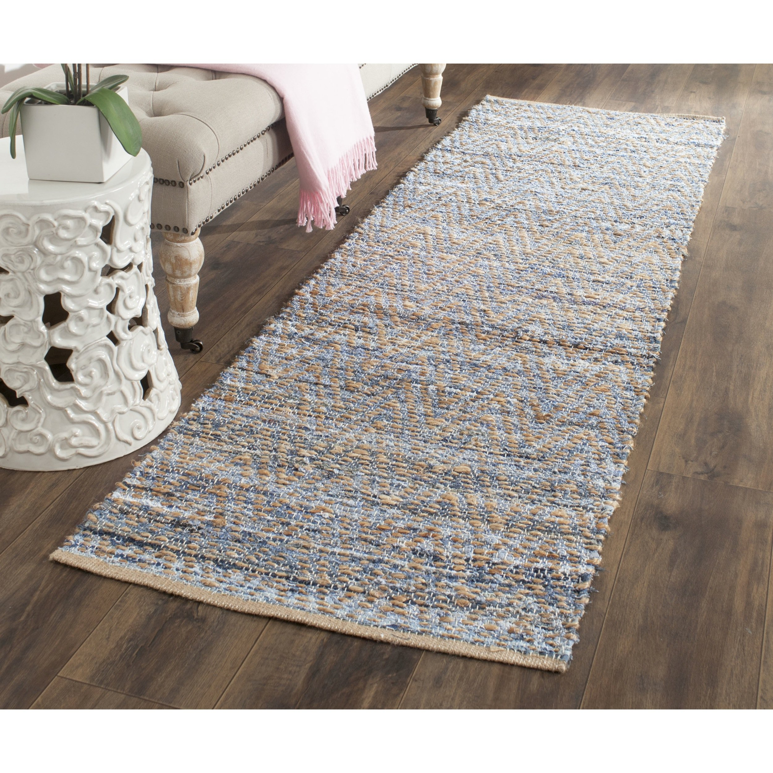 Safavieh Cape Cod Collection CAP350A Hand Woven Flatweave Chevron Natural and Blue Jute Runner (2'3'' x 6')