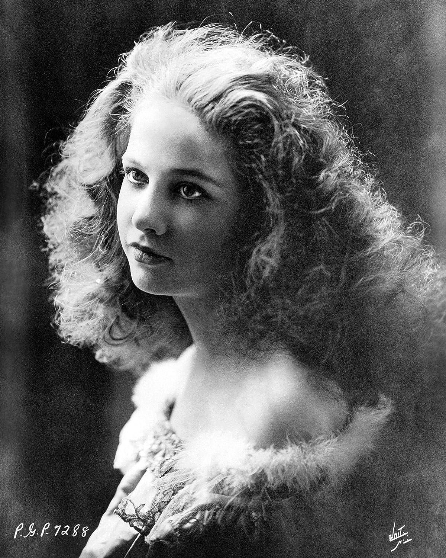 Diana Hyland,Ronald Leigh-Hunt (1920?005) Erotic clip Eithne Dunne,Jennifer Podemski