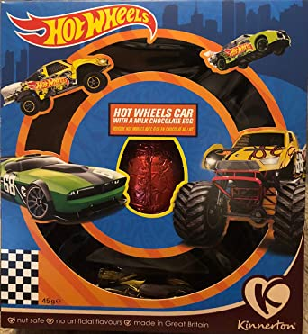Coche Hot Wheels con un huevo de chocolate con leche