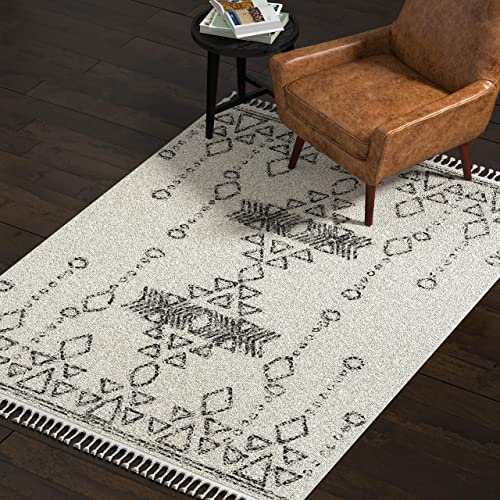 Amazon Brand Rivet Contemporary Polypropylene Area Rug, 5 3 x 7 7 , Ivory