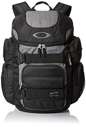 b942b245a2 Amazon.com  Oakley Mens Enduro 30L 2.0 Backpack One Size Blackout ...