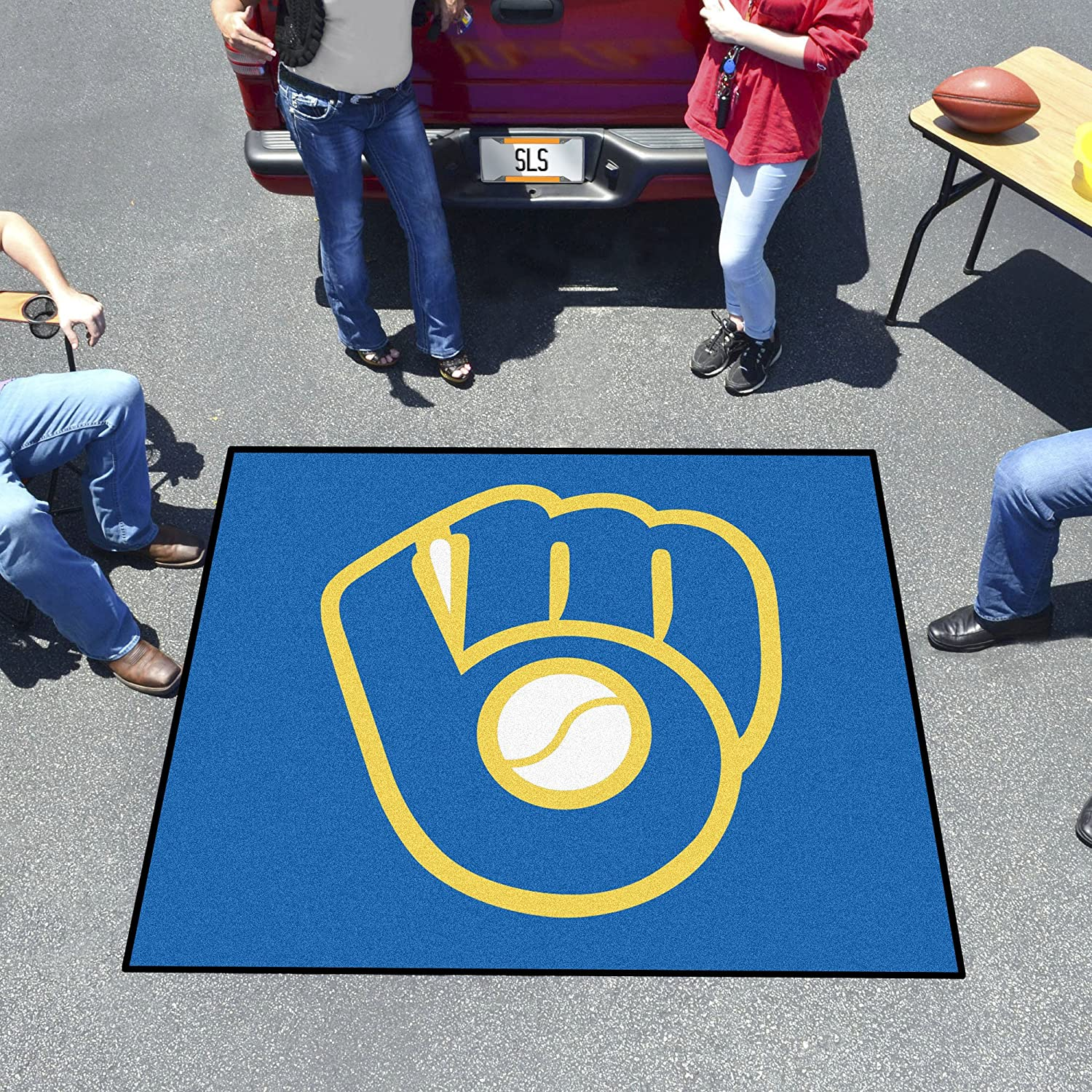 Milwaukee Brewers Glove Tailgater Rug FANMATS 16841 MLB