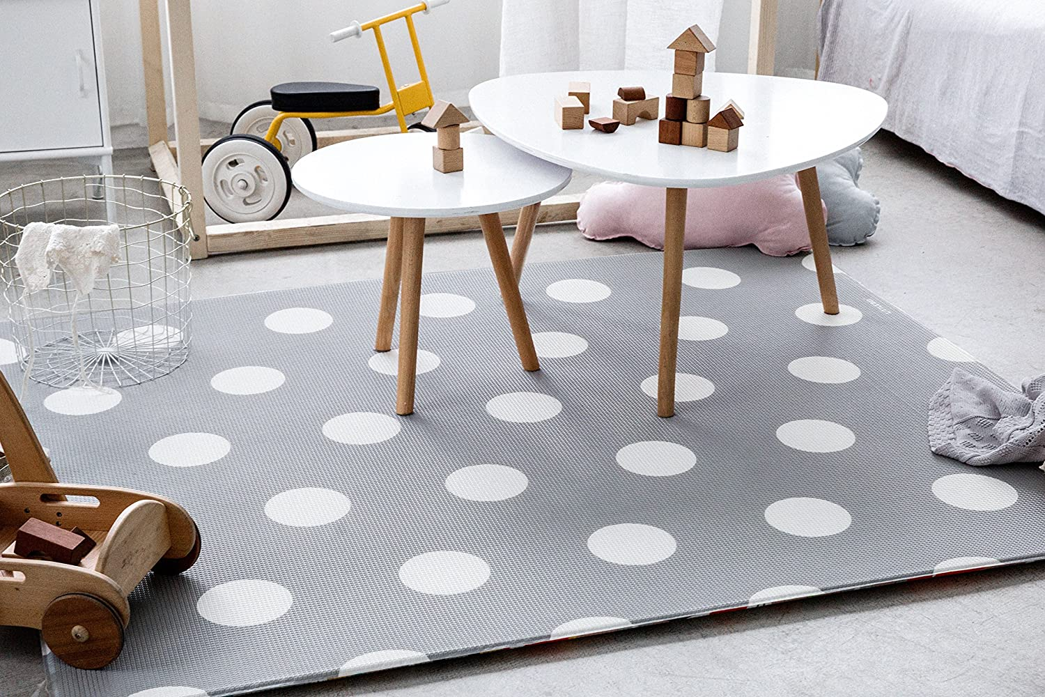 Little Bot baby foam play mat, non-toxic, odourless and ultra-cushioned. 180cm x 150cm. Race track and Polka dots (space grey) by Little Bot Little Bot Inc.