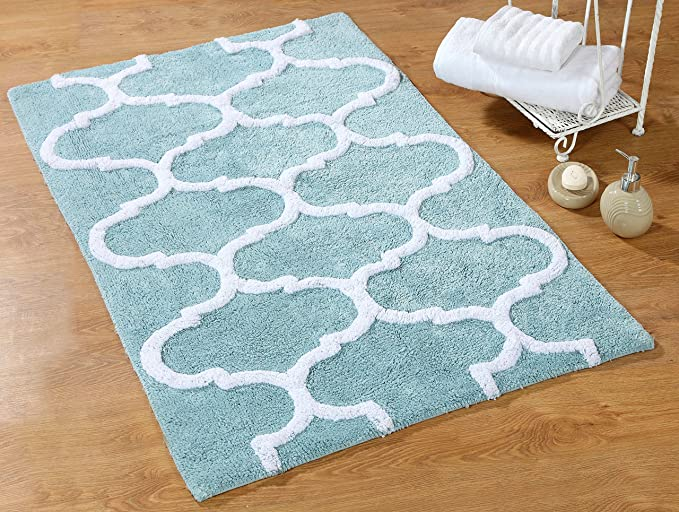 Amazon Com Saffron Fabs 2 Piece Bath Rug Set 100 Soft Cotton Size 24x17 Inch And 34x21 Inch Latex Spray Non Skid Backing Arctic Blue White Geometric 190 Gsf Weight Machine Washable Rectangular Shape Home