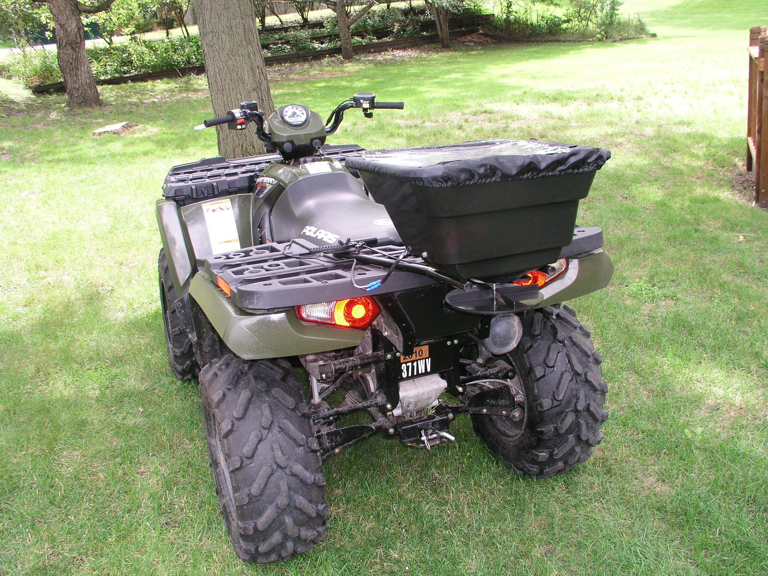 Field Tuff AS-12V 12-Volt ATV Broadcast Spreader by Field Tuff