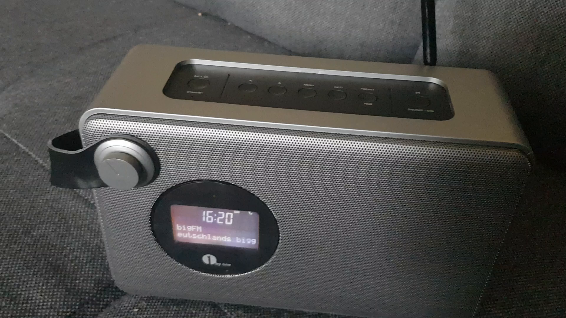 1byone dab radio mit bluetooth lautsprecher kabellos. Black Bedroom Furniture Sets. Home Design Ideas