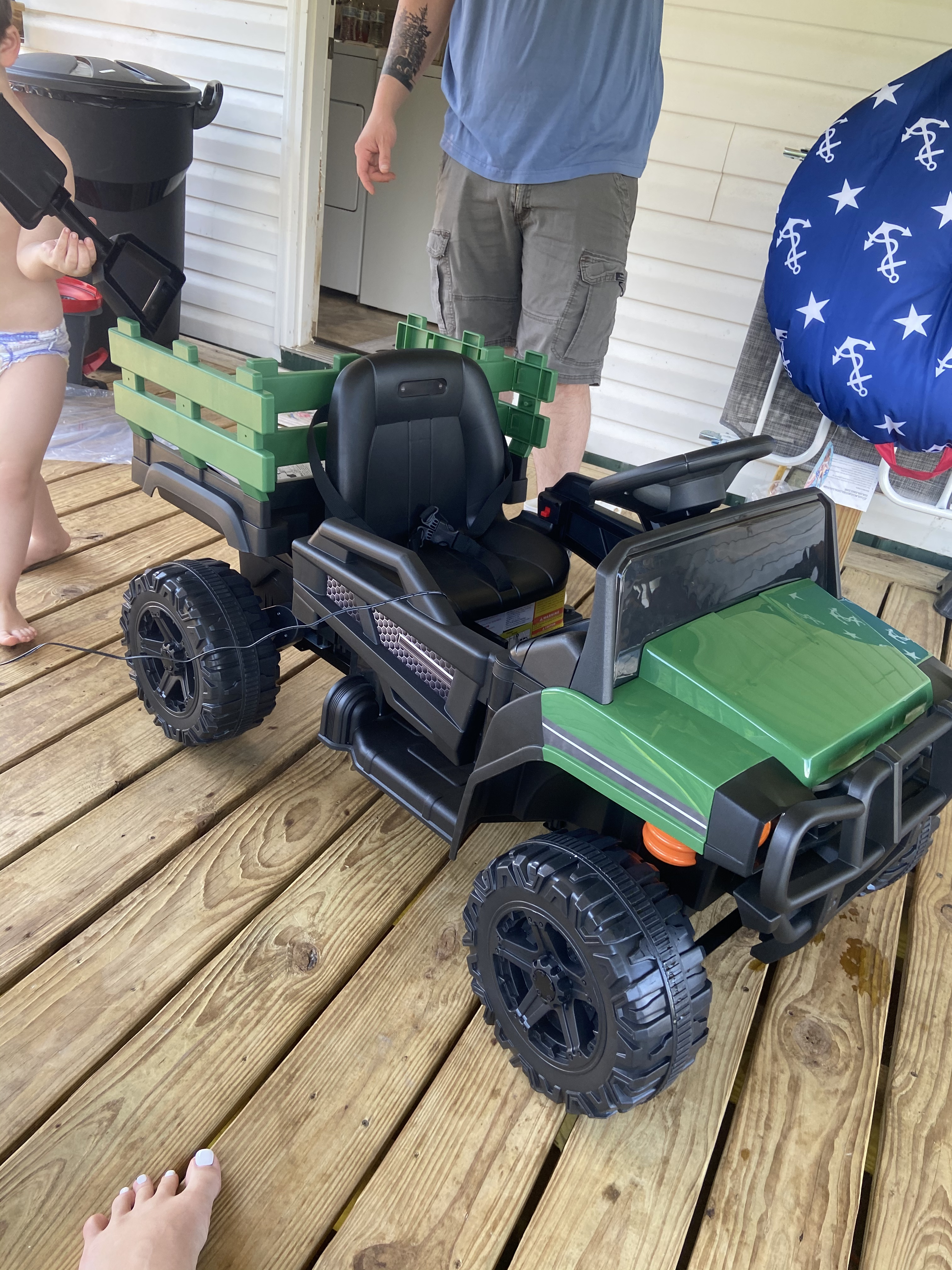 12V Battery Powered Kids Ride on Tractor with Remote Control, Army Green photo review
