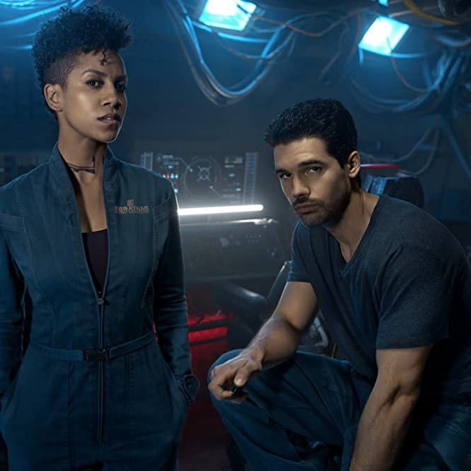 Steven Strait and Dominique Tipper in The Expanse (2015)