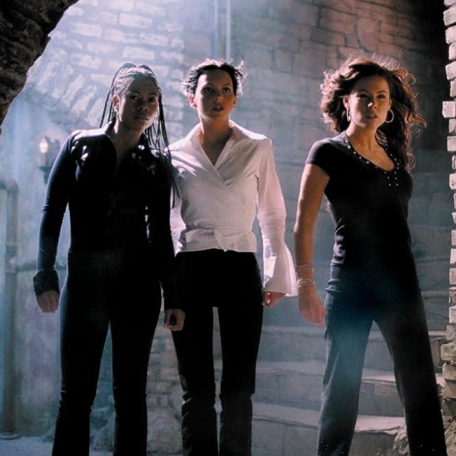 Kathleen Robertson, Anna Faris, and Regina Hall in Scary Movie 2 (2001)