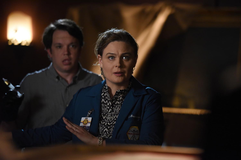Emily Deschanel and Eric Millegan in Bones (2005)