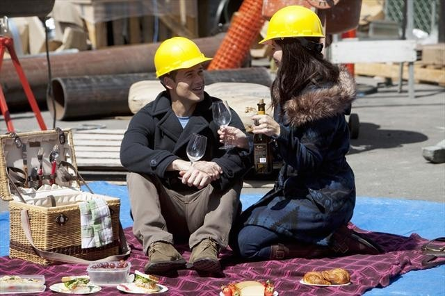 Nick Zano and Casey Wilson in Happy Endings (2011)