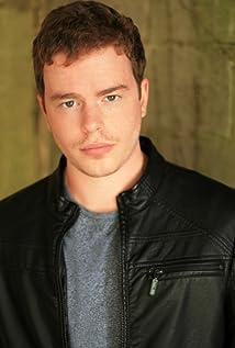 Aktori RJ Shearer