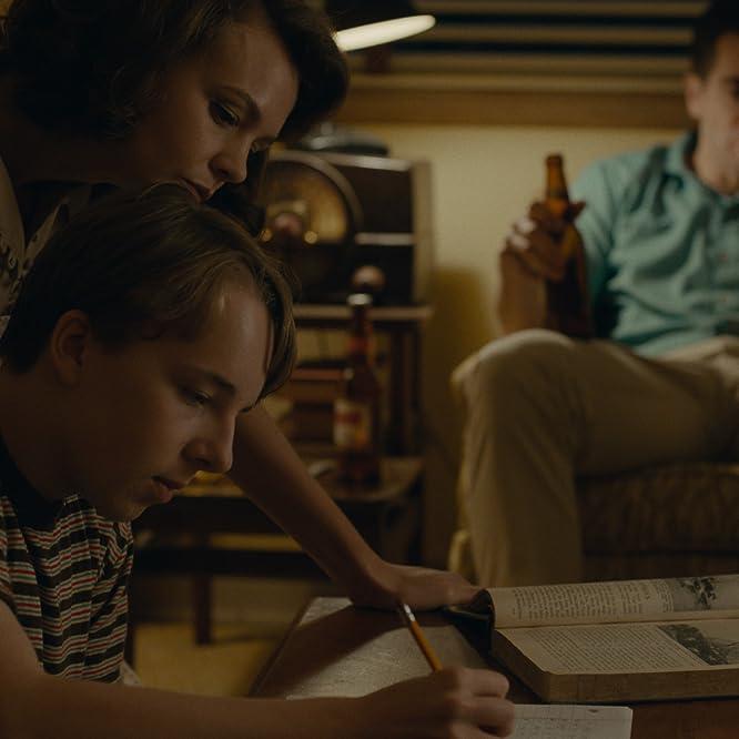 Jake Gyllenhaal, Carey Mulligan, and Ed Oxenbould in Wildlife (2018)