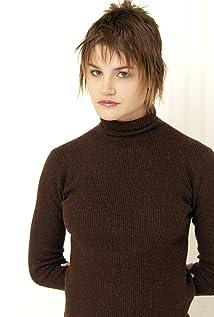 Aktori Alison Folland