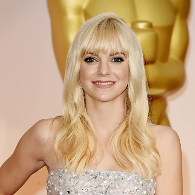 Anna Faris at an event for The 87th Annual Academy Awards (2015)