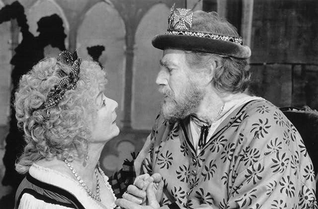Charlton Heston and Rosemary Harris in Hamlet (1996)